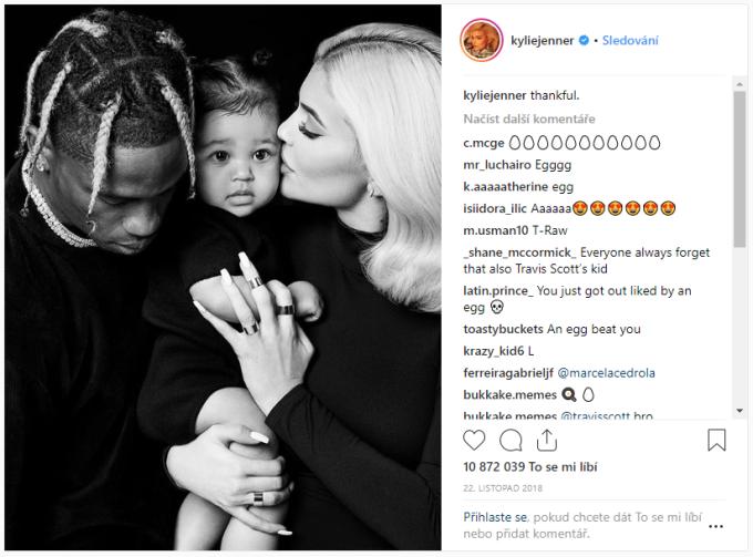 18. místo - Fotografie Kylie Jenner s dcerou a přítelem