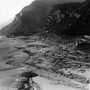 Pohled na městečko Longarone poté, co ho smetla vlna.
