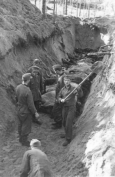 Hromadné hroby estonských obětí