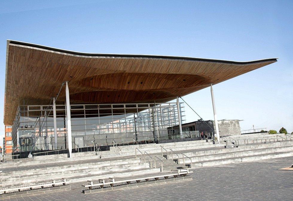 Cardiff Bay Opera House je dalším dílem architekty Zahy Hadidové. Je domovem pro velšskou filharmonii. Otevřena byla v roce 2004.