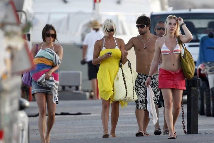 Zpěvačka Sarah Connorová s přáteli na dovolené
