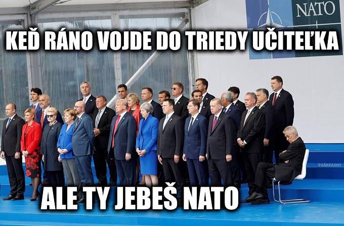 Nepřítomně vyhlížející český prezident zaujal i satiriky ze Slovenska