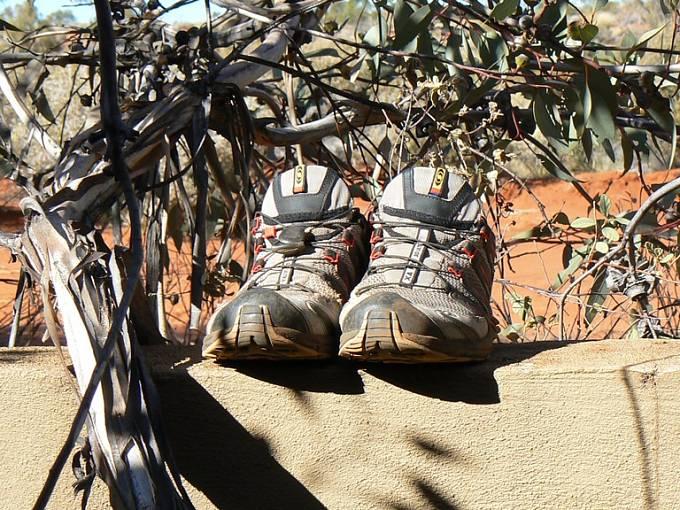 Prošlapané boty nekončí v popelnici, Ivana je vrací do přírody.