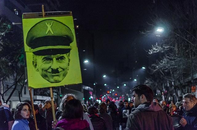Demonstruje se ivArgentině. Vsrpnu 2016vBuenos Aires šlo otradiční protesty cacerolazo, při nichž lidé používají kuchyňské náčiní, aby nadělali co nejvíce hluku. Jejich hněv byl namířen proti pravicové vládě Mauricia Macriho.