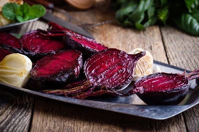 Pečená červená řepa dá chuťově na frak té sterilované, a je přitom velmi dietní.