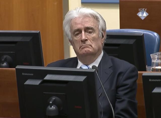 Bývalý bosenskosrbský prezident Radovan Karadžić při letošním vynesení rozsudku vHaagu.