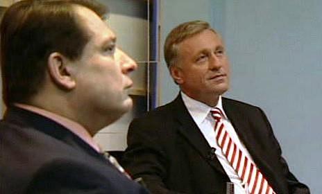 Topolánkovsko-paroubkovský volební pat vroce 2006jistě přispěl kúvahám, jestli by nás před takovými konci neuchránilo omezení všeobecného volebního práva