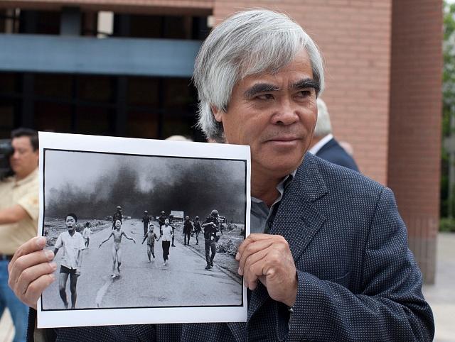 Fotograf Nick Ut se svou slavnou fotografií