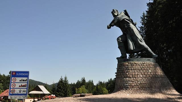 Ilustrační foto: Památník partyzánskému obdoji v Makovském průsmyku