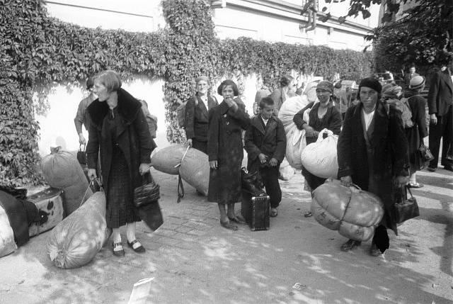 Uprchlíci zaplnili i pražské zahrady a parky