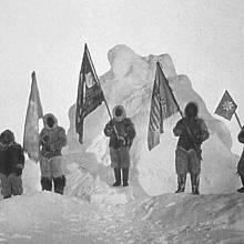 Pearyho expedice s vlajkami na cestě k pólu