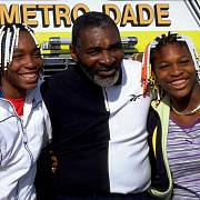 Richard Williams s oběma slavnými tenistkami