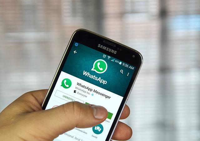WhatsApp mění podmínky ochrany soukromí. Uživatelská data bude sdílet s Facebookem.