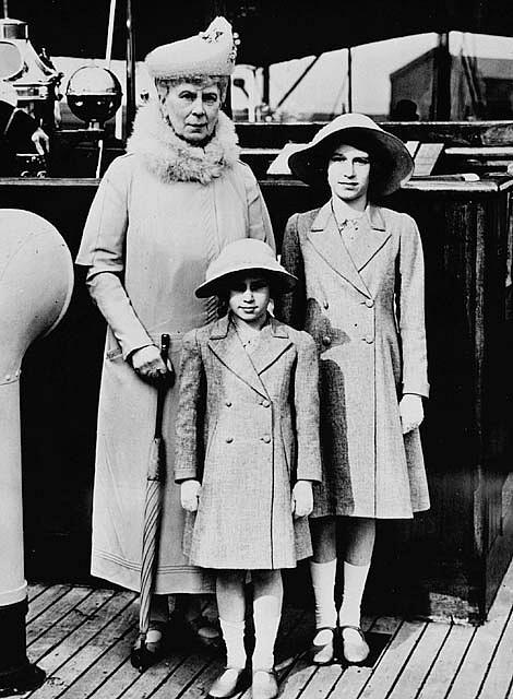 Marie zTecku se svými vnučkami - Alžbětou a Margaret