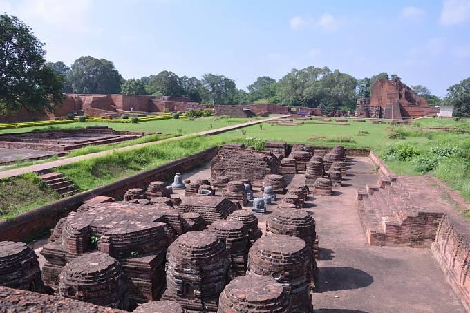 Komplex budov v severovýchodním indickém státě Bihar zahrnuje svatyně, obytné i vzdělávací prostory. Nalanda Mahavihara je považovaná za nejstarší indickou univerzitu.