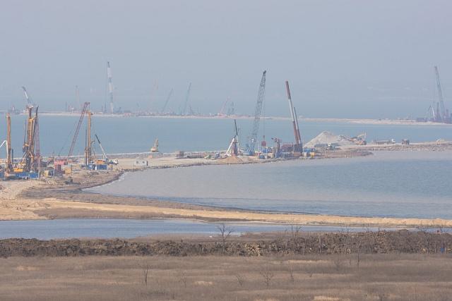 Stavba důležitého mostu, který má překlenout 19kilometrů široký Kerčský průliv