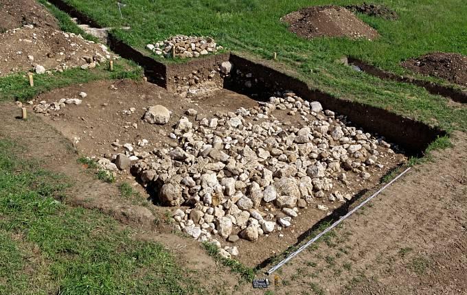 Kamenná struktura, nad kterou byl muž z doby bronzové pohřben.
