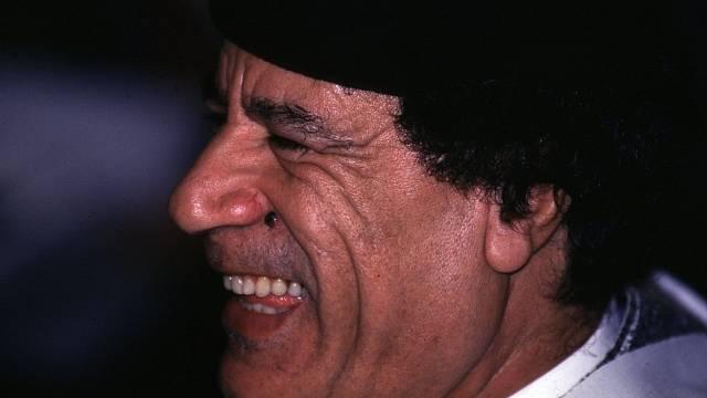 Muammar Kaddafi se proslavil neuvěřitelnými módními kreacemi, v nichž se ukazoval na veřejnosti i státních návštěvách