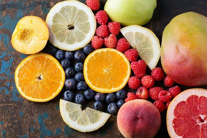 Vitamín C likviduje škodlivé bakterie v ústech.