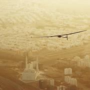 2. etapa: Cesta do indického Ahmedabádu trvá běžným letadlům 2,5 hodiny, Solar Impulse letěl více než 15 hodin.