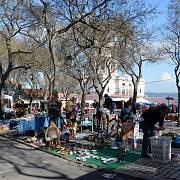 Trhovci v historické čtvrti Alfama