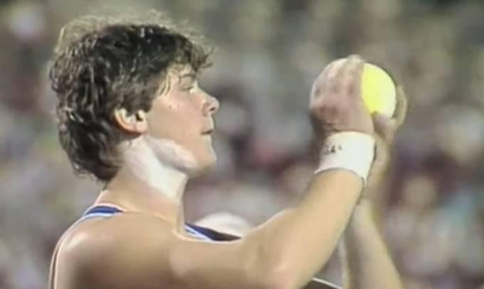 Vlivem dopingu se mu začala měnit postava i obličejové rysy.