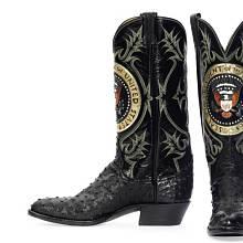 Kovbojské boty Ronalda Reagana s prezidentským znakem, okolo 1981. Odhad 20 tisíc USD, vydraženo za 199 500 USD. Zdroj: christies.com