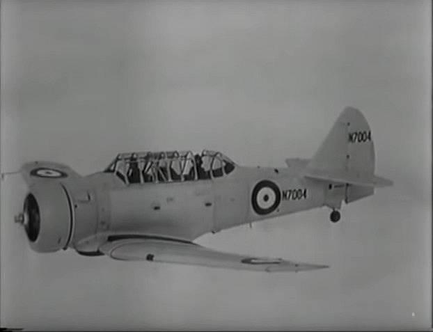 Během války se připojil k bojovým jednotkám RAF.