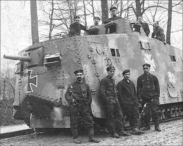 První německý tank typu A7V zroku 1918