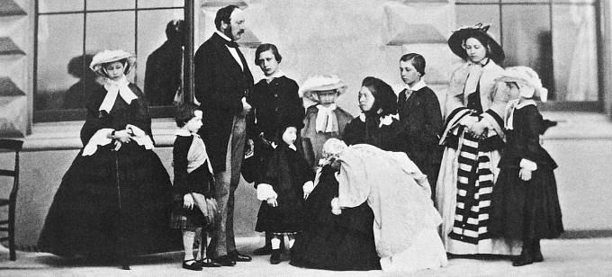 Královna Viktorie s manželem Albertem a 9 dětmi