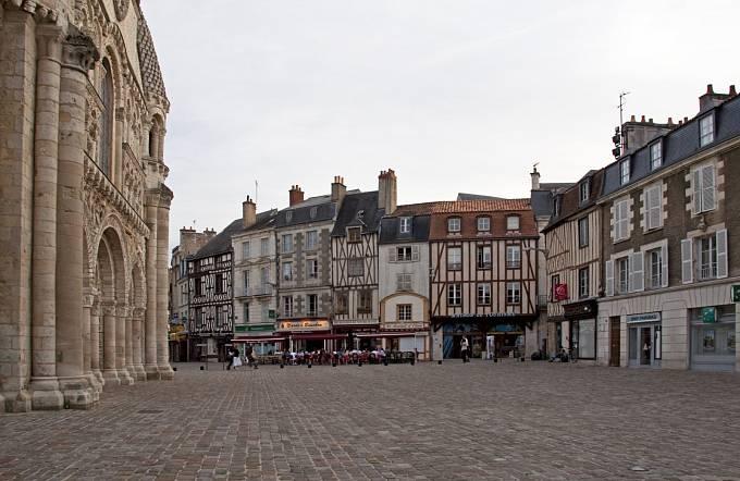 Město Poitiers, v němž Blanche prožila pekl