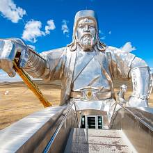 Největší socha Čingischána v Mongolsku