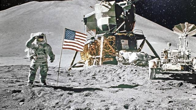 Američtí kosmonauti na Měsíci - NASA