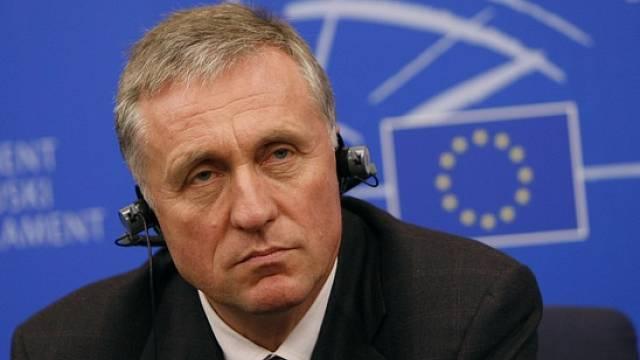 Český expremiér Mirek Topolánek byl na začátku roku 2009 necelé 3 měsíce předsedou Rady Evropské Unie a potažmo i předsedou Evropské rady.