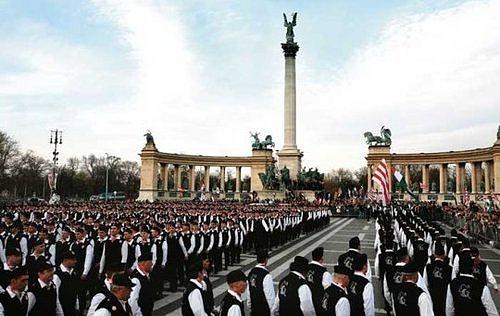 VMaďarsku je už dlouhou dobu druhou nejsilnější stranou pravicově fašistický Jobbik neboli Hnutí za lepší Maďarsko.