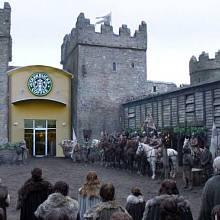 Internet vtipkuje na téma kelímku Starbucks ve Hře o trůny
