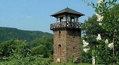 Rekonstruovaná věž Limes Romanus uněmeckého města Bad Hoenningen