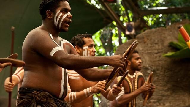 Aboridžinci dnes pořádají kulturní festivaly.