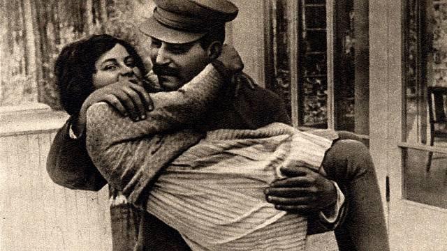 Josif Stalin s dcerou Světlanou