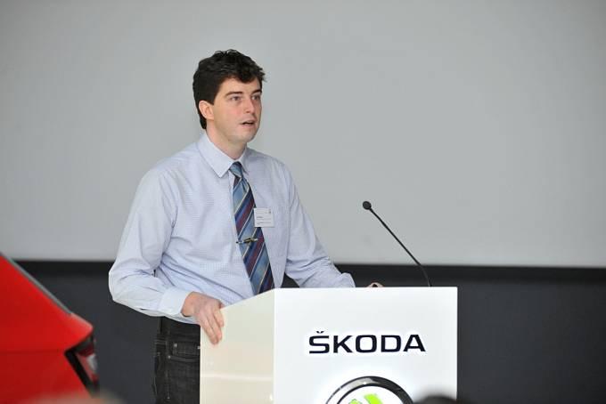 an Plomer prezentuje svou setrvačníkovou baterii na Škoda Innovation Days