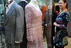Růžové šaty, které si Iva Janžurová sama upletla