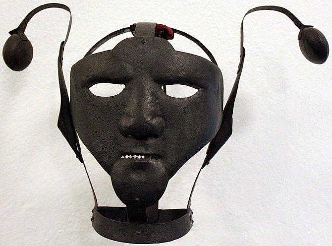 Maska pro hašteřivou ženu ze 17. století