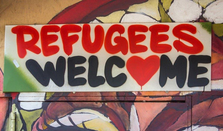 V září 2015 Němci uprchlíky v Berlíně vítali.