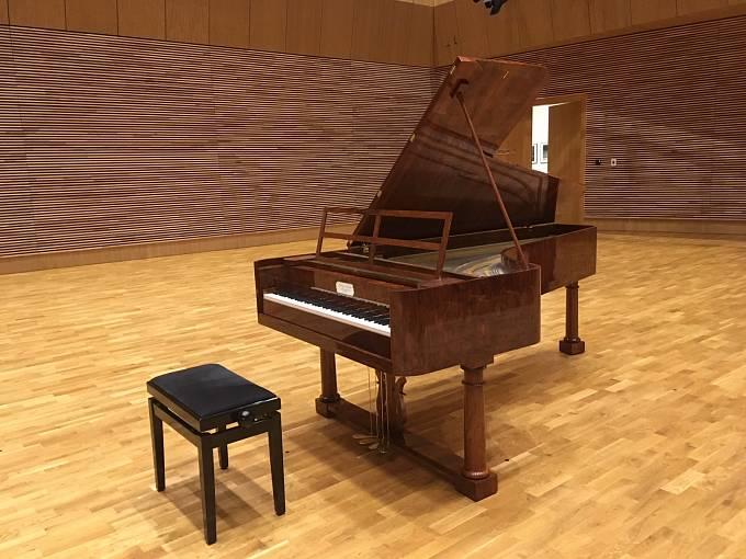Hotová replika Buchholtzova fortepiana. Na originál hrál Fryderyk Chopin