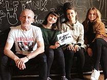 K projektu se připojila i dívčí hudební skupina Vesna s s Františkem Černým z kapely Čechomor