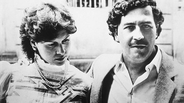 Kolumbijský drogový král Pablo Escobar s manželkou. Měli spolu syna Juana a dceru Manuelu.