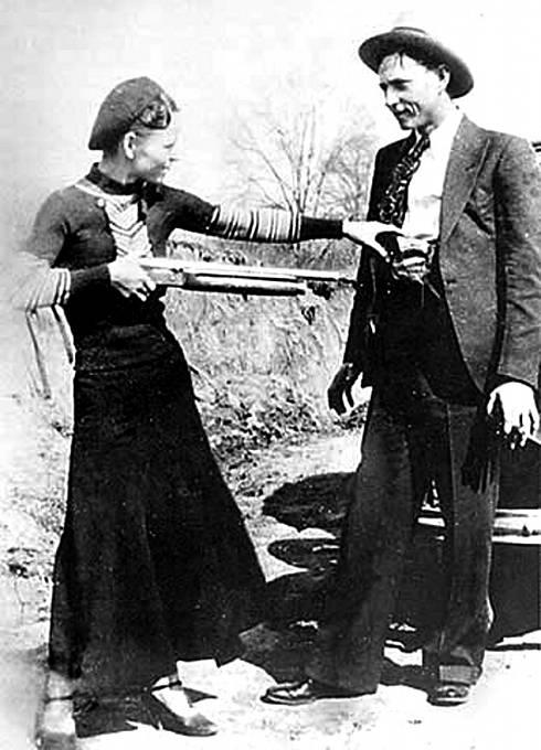 Tahle fotka proslavila Bonnie a Clydea po celých Státech