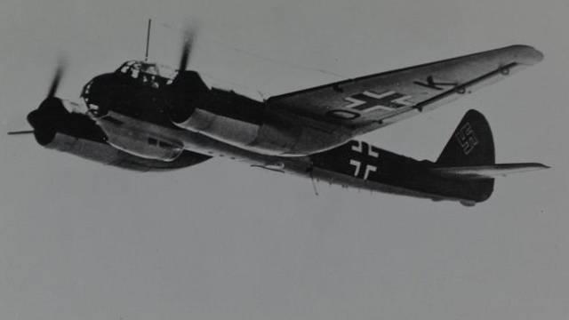 Stíhač Junkers Ju 88. Obdobný napadl bombardér Cyrila Bartona