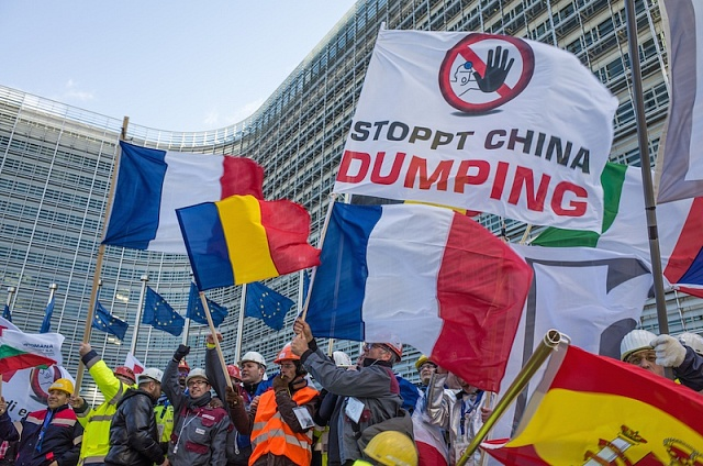 Protesty vBruselu proti dumpingovým dovozům oceli zČíny