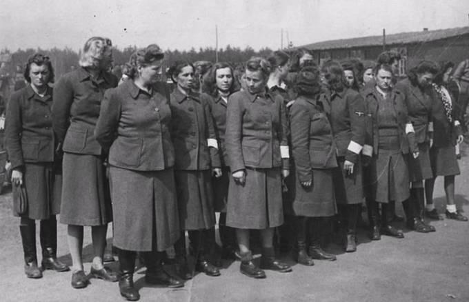 Nacistické dozorkyně po zadržení